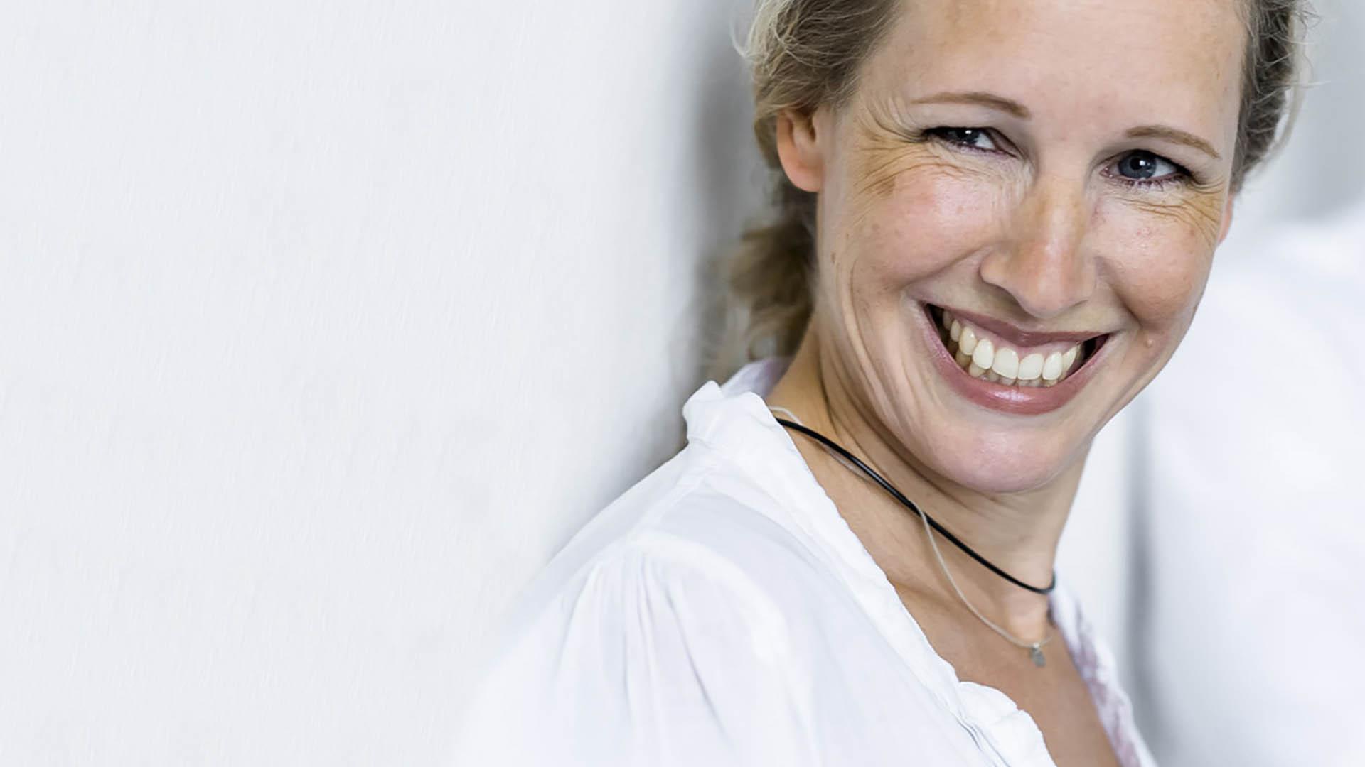 Porträt Ilka Eiche lachend